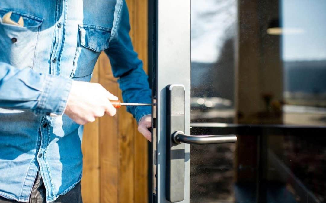 Dlaczego konserwacja zamków w drzwiach jest ważna?