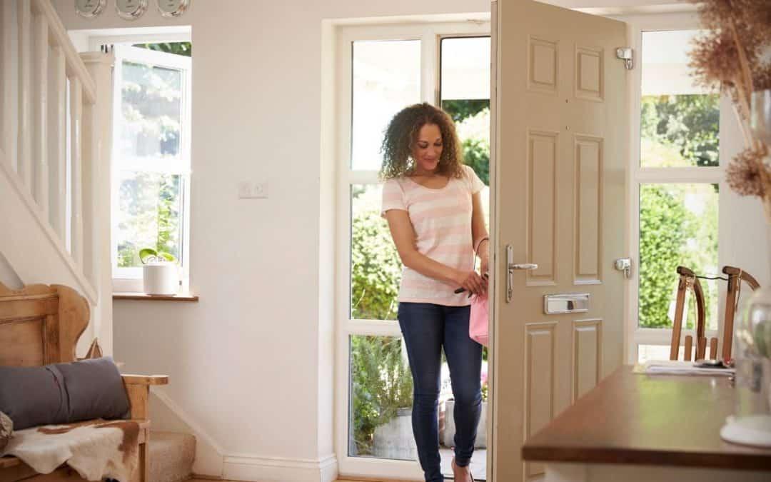 Ciepłe Drzwi Wejściowe – redukcja kosztów ogrzewania