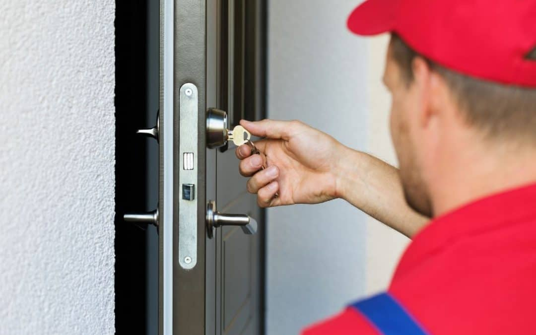 Zamek do drzwi wejściowych - jak ważna jest wymiana zamka po przeprowadzce?